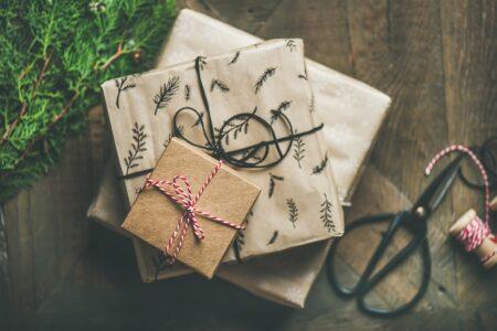 cum împachetezi un cadou