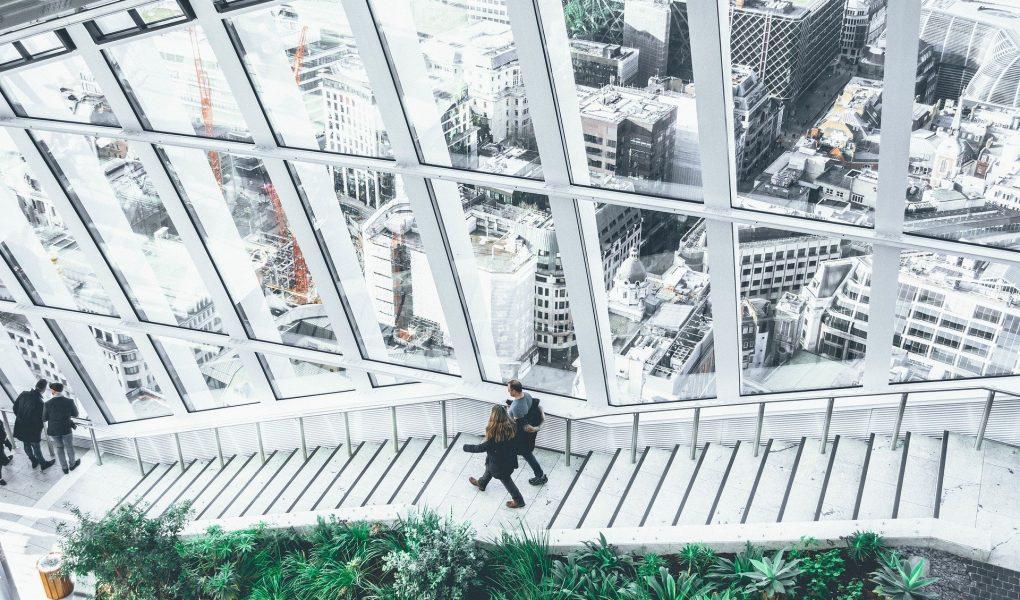 conectare cu natura în oraș la birou