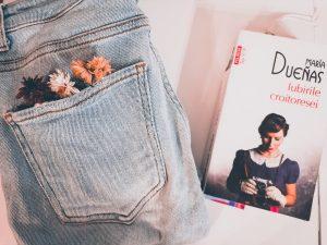 iubirile croitoresei poza cu cartea